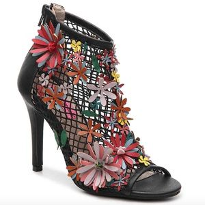 2/$100 Betsey J Dafadil Leather Cage Flower Boot 8